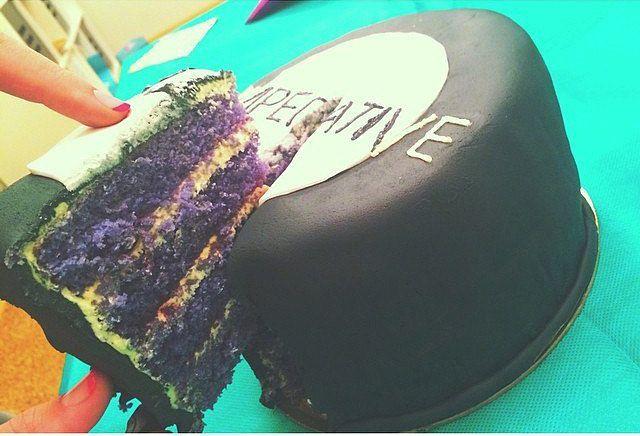 Violet sponge cake. Fondant Imperative black and white cake  Фиолетовые бисквиты Черно-белый торт из мастики