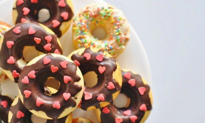 Vanilkové donuty s čokoládovou polevou