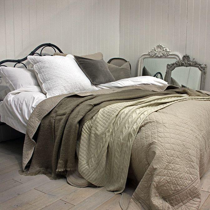 Bedspread Range in Linen