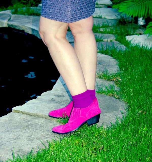 it needs to be said: fuschia cowboy shoes are pure fashion - and these were thrifted! can you believe it???