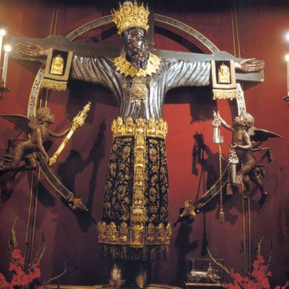 """Lucca - The Miraculous Crucifix,Volto Santo (Holy Face). The face is a perfect replica of that impressed on Veronica's veil. That is why it is called the """"Crucifix of the Holy Face,"""" or simply, the """"Holy Face."""" Ancient tradition attributes the making of this remarkable crucifix to Nicodemus (Jesus' confidant)."""