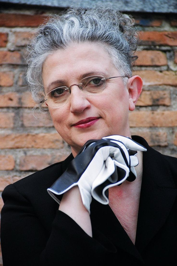 Ana Rossetti (1950) http://www.poetasandaluces.com/autor.asp?idAutor=59 https://www.youtube.com/watch?v=S_gVGl_T83k http://absysnetweb.bbtk.ull.es/cgi-bin/abnetopac01?TITN=92937