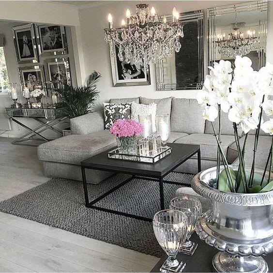 Lekkert cred: @homebymatilde Lyktene har vi på lager nå og ennå bedre til -20%Classic potte er også på lager med-20% Sjekk ut nettbutikken for alt er på tilbudFra -20% #snartjul #julegaveshopping #julegave #tabledecoration #tabledecor #interior #interiør #living #livingroom #home #luxury #nettbutikk #tilbud #salg