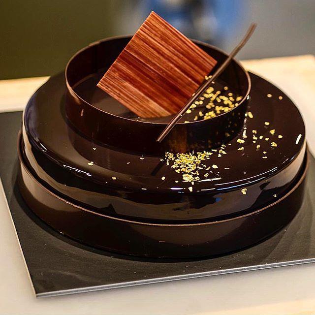 Chocolate Almond Entremet one of my favorite cake ! chocolate mousse , almond Praline cremeux , almond rice puff crunch , almond cake #bachourchocolatebook #bachour #pastrychef #chef #bachour1234 #bachourchocolate #antoniobachour .