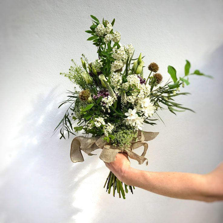 Folk inspired bohemian bridal flowers