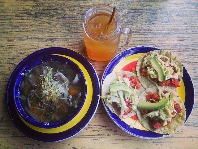 Qué calor hace en #cdmx!  Para combatirlo y disfrutar este #lunes vinimos a #moxie por un caldito de #setas unos #tacos de #marlin y un fresco #tepache.  #monday #tostadería #tepachería #mxdf #coloniacondesa #lacondesa #foodlovers #foodporn #foodiegram #foodie #delicious #ñam #antojo #mexicocity #comida #hambre #freshfood #buenprovecho
