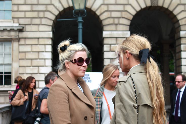 Vogue's Laura Bailey (and friend) cleverly embrace hair bows to eliminate any flyaways #hairbow