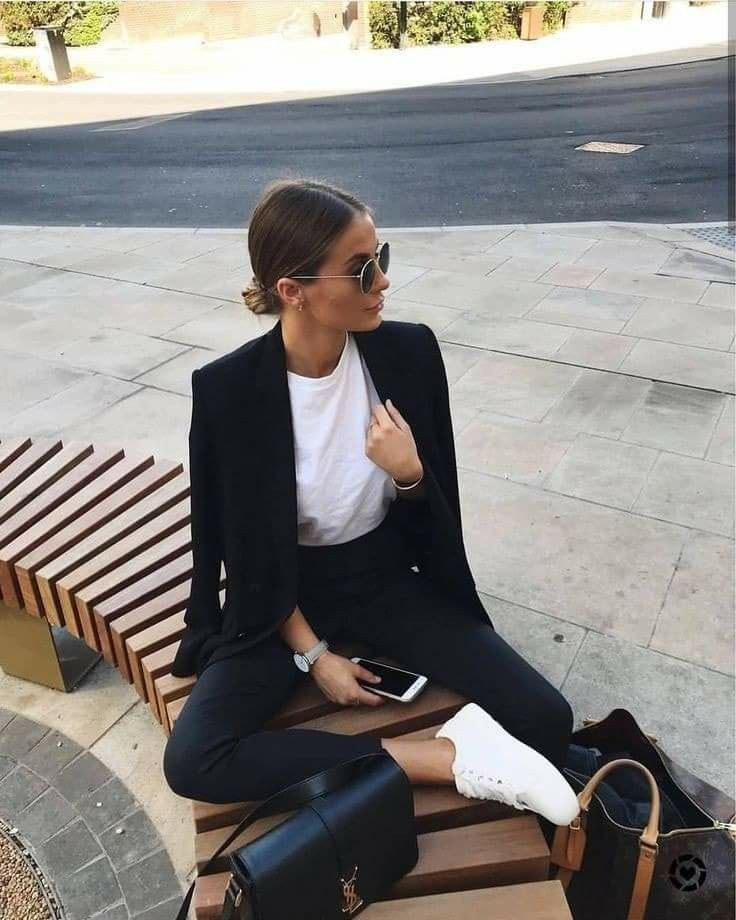 Smart casual autumn look with tailored suit and trainers #autumn #autumnfashion 17