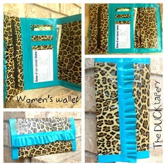 duck tape wallet. Need to show this to my cousin. :)