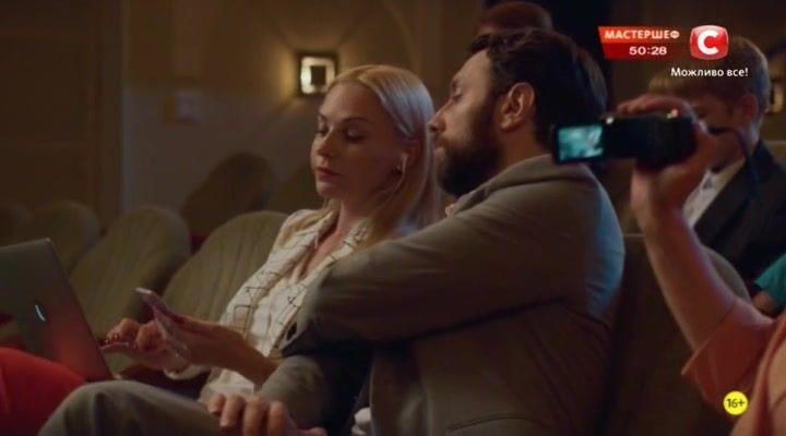Папа Дэн 3 сезон 2 серия 2017 http://www.yourussian.ru/182365/папа-дэн-3-сезон-2-серия-2017/   Их роман начался как обычный «секс на одну ночь». Дэн - настоящий баловень судьбы. Ему 24, он - красив и остроумен, а успех у женщин воспринимает как нечто само собой разумеющееся и никогда не завязывает серьезных отношений. Тине – 39, она состоявшаяся бизнес-леди и мать троих детей. Они познакомились при нестандартных обстоятельствах, но с вполне стандартным продолжением: свидание, секс, никаких…