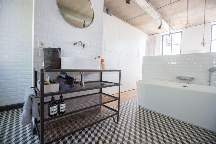 Nieuwbouw woning Strijp R door Broeren|Das bouwbedrijf. Bathroom in bedroom