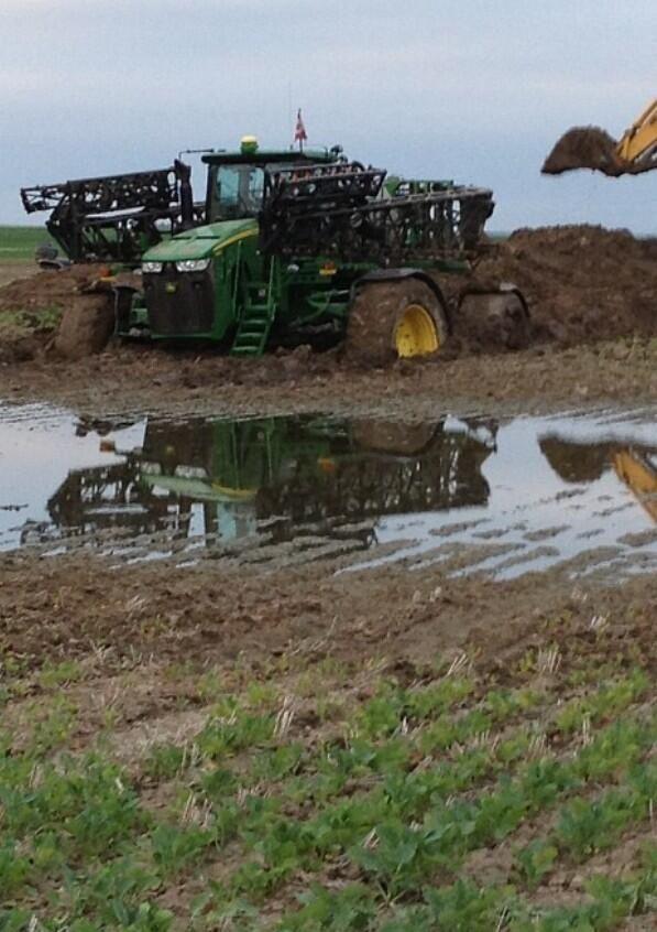 Stuck in the mud John Deere 4940 sprayer   Farm tractors ...