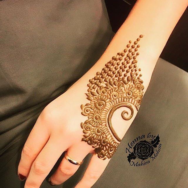 - -  الحساب  برعاية : @zeinaokhazeina  @zeinaokhazeina @zeinaokhazeina  _ #makeup#dress#hennadesign#hennaart#hudabeauty#Hairstyle#haircolor#uk#usa#indiahenna#indian#kuwait#qatar#weddingdress#fashionblogger#makeupartiest#makeupblogger#حناء_دبي #حناء_هندي_وخليجي#حناء_دبي#الامارات#ازياء#حناء_دبي  ____ الحساب  برعاية : @zeinaokhazeina  @zeinaokhazeina
