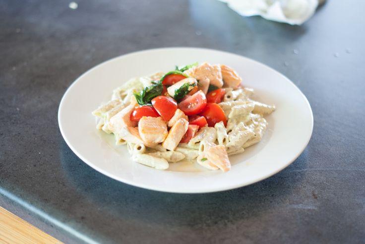 Oppskrift-onsdag: Laks med pasta og pesto (Karoline Eriksen)