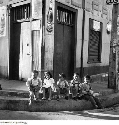 En la esquina de Blanco Viel con Tocornal del fotografo Antonio Quintana