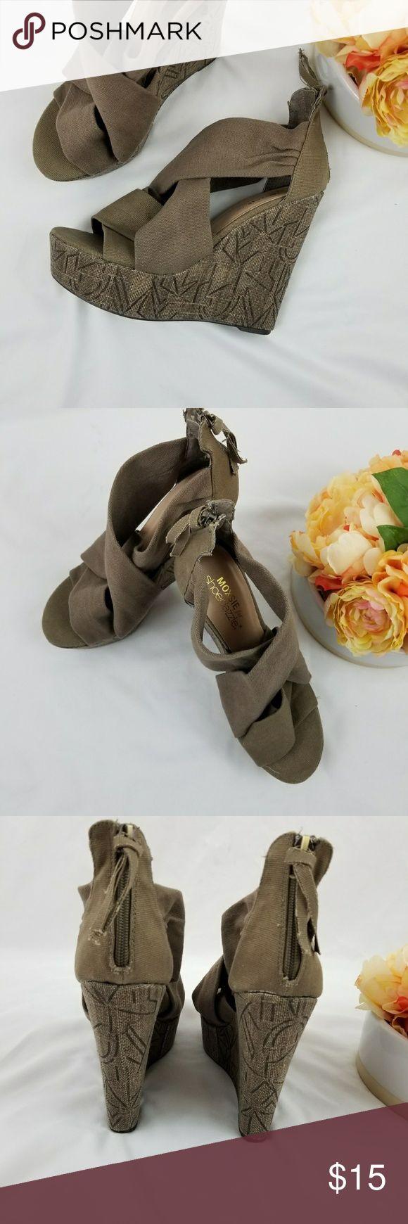 """🍓Mozie for Shoe Dazzle cloth Wedge Size 7.5 Shoe Dazzle cloth Wedge Size 7.5 5"""" heel  Super comfortable shoes Shoe Dazzle Shoes Wedges"""