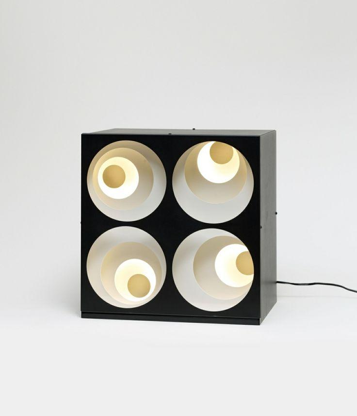 Gregorio Vardanega Possagno/Italien 1923 - 2007 Paris 4 CERCLES EX-CENTRIQUES 1969 Kinetisches Objekt: Metallelemente hintereinander montiert mit Gühbirnen. In Metallobjektkasten 34,5 x 33 x 24 cm.