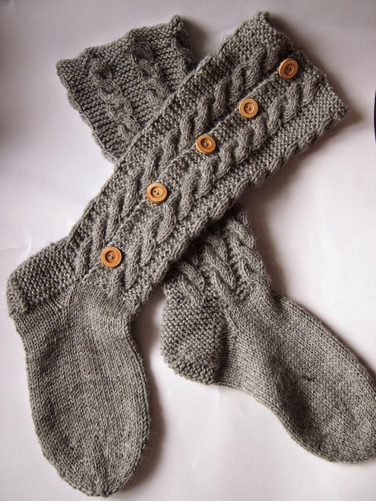 Cable knit button-up socks Tanssivat kädet - Dancing hands