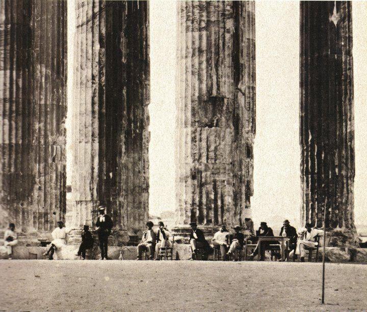 Αθήνα 31-05-1862. Το καφενείο στο Ναό του Ολυμπίου Διός. Φωτογράφος: Francis Bedford [γεν. 1816 – † 15.5.1894] Δράση στην Ελλάδα: Mάϊος-Ιούνιος 1862
