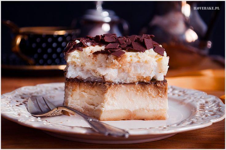 Sernik kawowy z bezą i kremem - I Love Bake