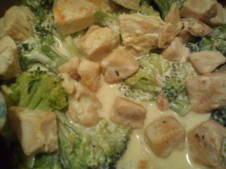 Brokkolis, tömlős sajt-szószos csirkemell penne tésztával - Gyerekmonopoly