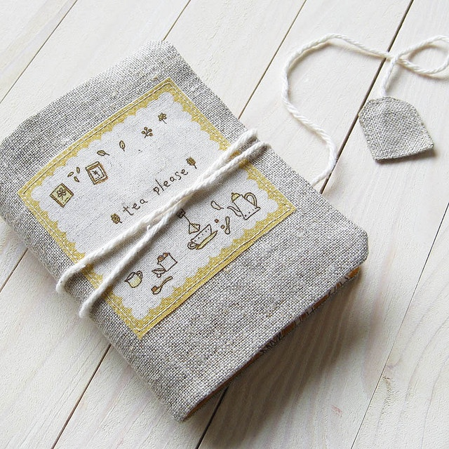 not sure exactly what this is -- book cover w/tea bag bookmark? clever!