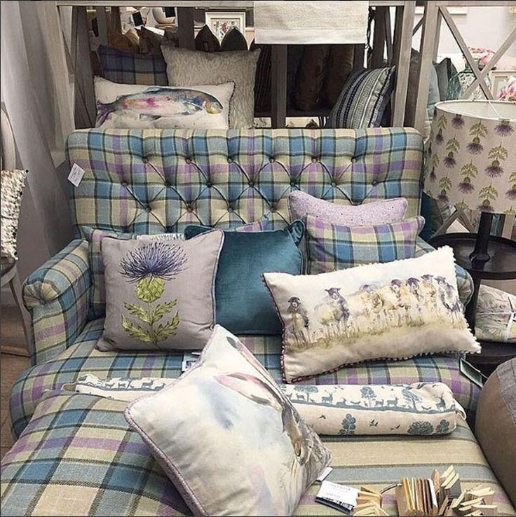 Мы любим, когда вы приходите в гости в #galleria_arben ! Спасибо @odecor_kaluga за фото экспозиции @voyage_deco #подушки #мебель #pillows