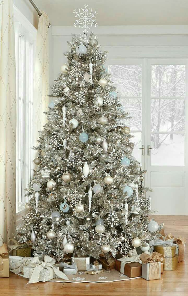 60 Christmas Trees Beautifully Decorated To Inspire!
