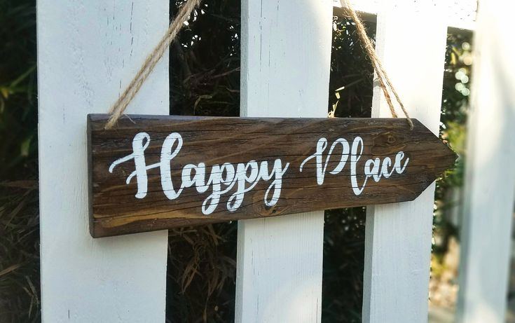 Happy Place wood sign, Arrow Wood Sign, Rustic Sign, Direction Wood Sign, Rustic Home Decor, Happy Place sign, Wedding Directional Sign, Custom Wood Sign, Country house decor , Farmhouse style, wood diy , Home Decor , Rustic Wall hangings , inspirational quotes , Rustic style , gift idea, housewarming gift #woodsign #reclaimwood #homedecor #etsy #etsyseller #homemade #housewarming #quotes
