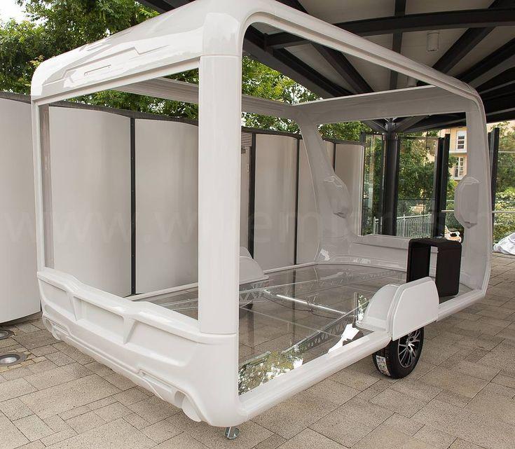 Spectaculaire vernieuwing bij KnausTabbert: een caravan met een zelfdragend chassis. Geen meubels meer nodig om het geheel voldoende stijf te maken. Dit zet de caravanbranche onder hoogspanning... Ook de productiewijze zal hierdoor ingrijpend veranderen. De robotisering kan in caravanbouw eindelijk zijn intrede doen. #photography #travelphotography #traveller #canon #canonnederland #canon_photos #panasonic #lightroom #fotocursus #fotoreis #travelling #travelblog #reizen #reisjournalist…