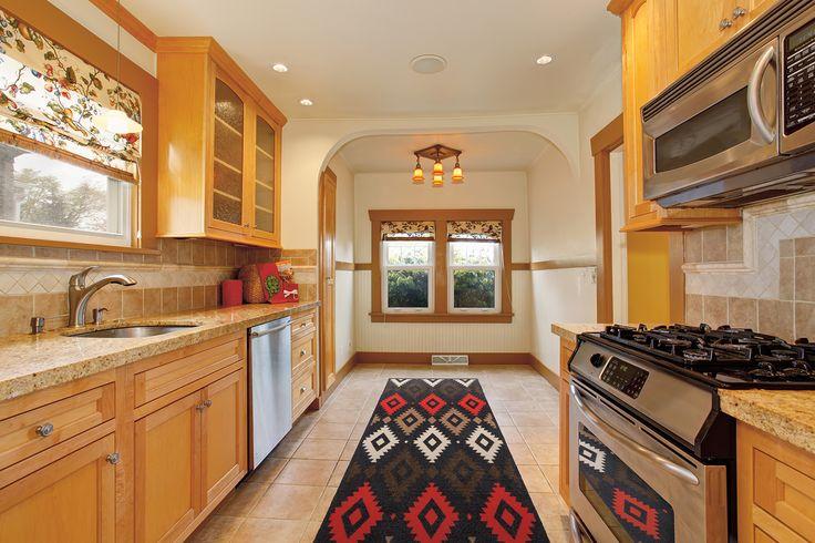 Covoarele rezistente Living, lavabile la maşina de spălat, dotate cu strat antiderapant, sunt recomandate în special pentru utilizarea în bucătărie, dar sunt ideale chiar şi pentru asigurarea unui plus de confort pe pardoseala rece din hol sau antreu.