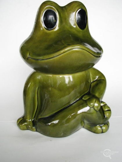 Frog cookie jar -- This one makes me laugh and smile. Reminds me of the Frog wallpaper my mom had in our kitchen when I was a kid. Good memories!