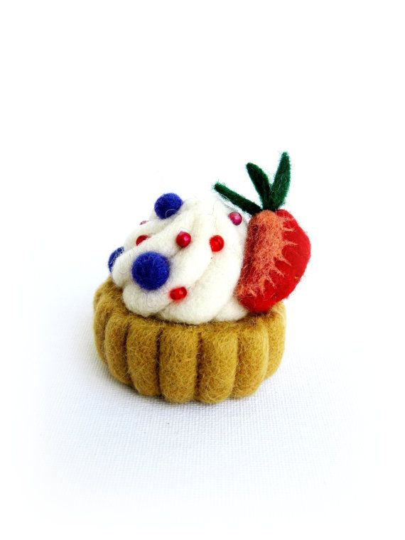 Cup cake with cream and berries  needle felted by Feltedcreatures, $22.00