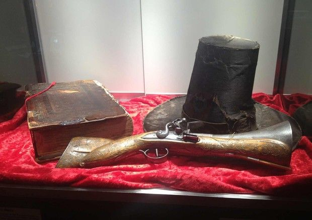 """On the left is William Bradford's """"Mayflower"""" Bible. On the right is a Blunderbuss gun."""