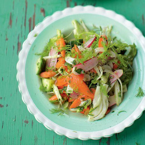 Jamie Magazine - voor 4 personen • 1 biet • 1 wortel • 1 venkelknol • ¼ komkommer • klein bosje radijs of andere knapperige groente • zeezout en peper ...