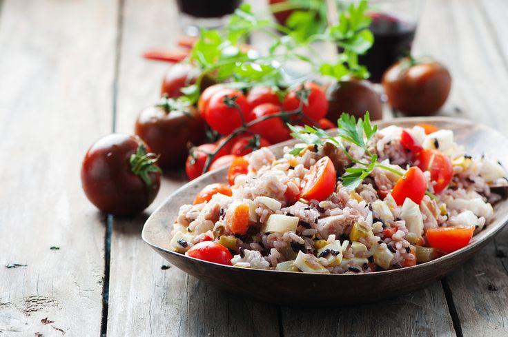 Insalata di riso: la ricetta classica da fare a casa. Scopri come preparare a casa una perfetta e semplicissima insalata di riso. Clicca qui.