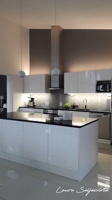 Valkoinen keittiö/Moderni keittiä/ Skandinaavinen/Korkeakiiltoinen keittiö/Mustat kivitasot/ Nordichome/ skandinaavinen/ skandinavisk kök/ White kitchen/ Modern & Minimalistic/ Korkeakiiltoinen keittiö