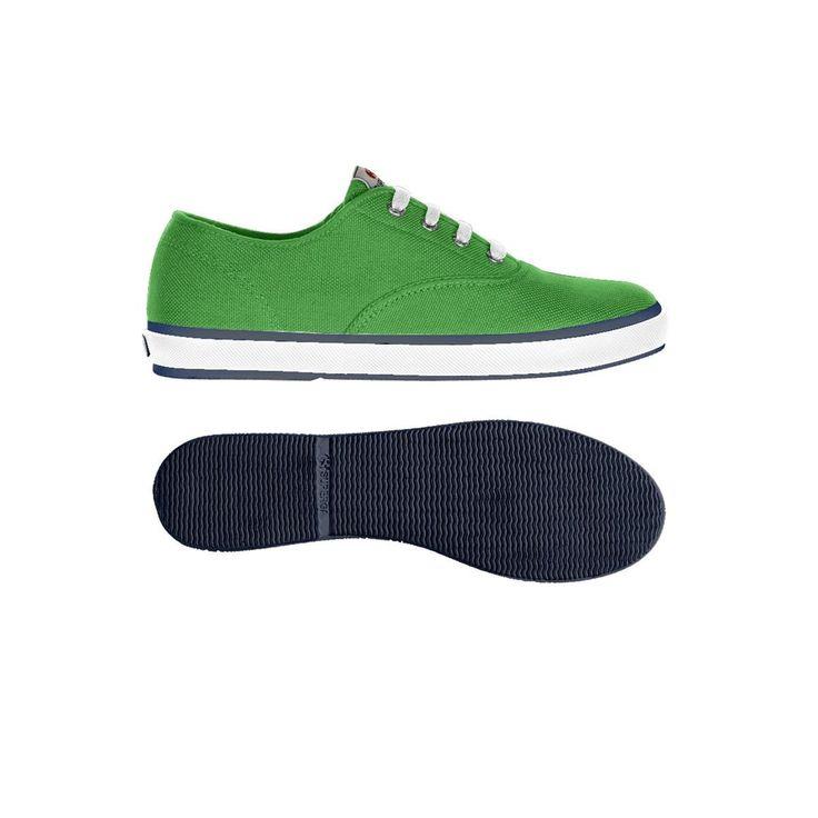 Un classico Superga: la sneaker unisex con tomaia in puro cotone extraforte, perfettamente traspirante, fodera in spugna, foxing bicolore e suola in gomma naturale vulcanizzata. Disponibile in più varianti colore