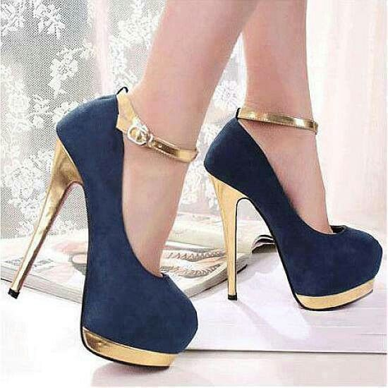 Dark blue (i think) and golden, nice combination                                                                                                                                                                                 Más