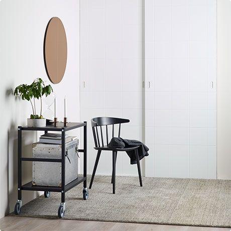 MEILLÄ KAIKILLA ON ERINLAISIA TARPEITA....  Unelmiesi kaappi ei pelkästään tee elämästä helpompaa. Se tekee koko huoneestasi mukavamman, ylellisemmän ja tilavamman. Elfa Linear sarjan designliukuovet on suunnitellut palkittu ruotsalainen Hanna Werning. Tervetuloa suunnittelemaan toimivat ja kauniit Elfa sisustusratkaisut Blau:n myymälään!