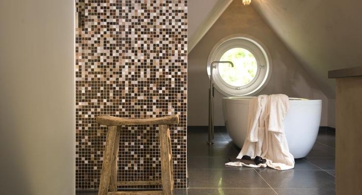 Glas mozaïek in badkamer