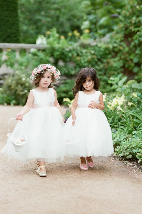 """Botanic Gardens weddings earn a gold star in my book. With Mother Nature in her element, they're transformed into pretty little wonderlands and this Chicagoan celebration is no different. Captured by Tamara Gruner, this pair said """"I do"""" and danced the night away"""