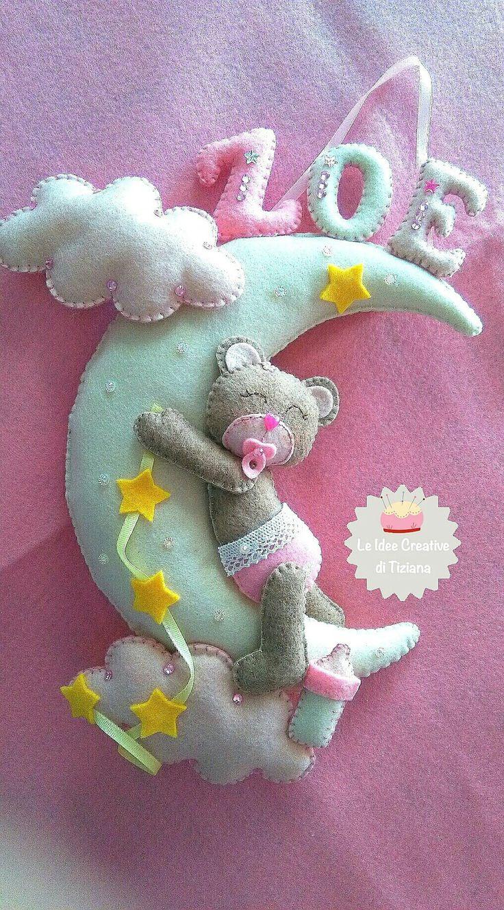 Fiocco nascita orsetta sulla luna in pannolenci, creato a mano : Altro bebè di le-idee-creative-di-tiziana