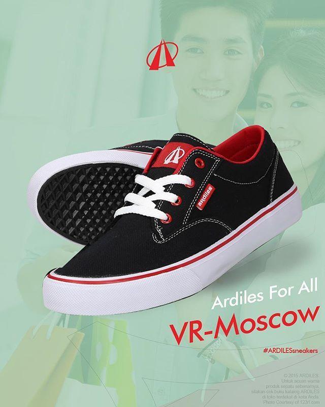 Pernah dengar istilah sepatu unisex kan? Artinya, produk yang dilabel unisex itu dirancang bisa digunakan dan cocok untuk cowok ataupun cewek. Jadi, buat kamu cewek-cewek yang pengen gaul pakai sneakers seperti cowok, Ardiles siap make your wish come true! Warna-warni cerah tetap banyak pada desain sneakers Ardiles untuk cowok dan cewek, contohnya VR-MOSCOW. Beranikah kamu mengekspresikan gayamu yang sesungguhnya? Cek www.ardilessneakers.com