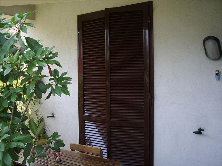 Porta finestra con persiana in ferro a due ante