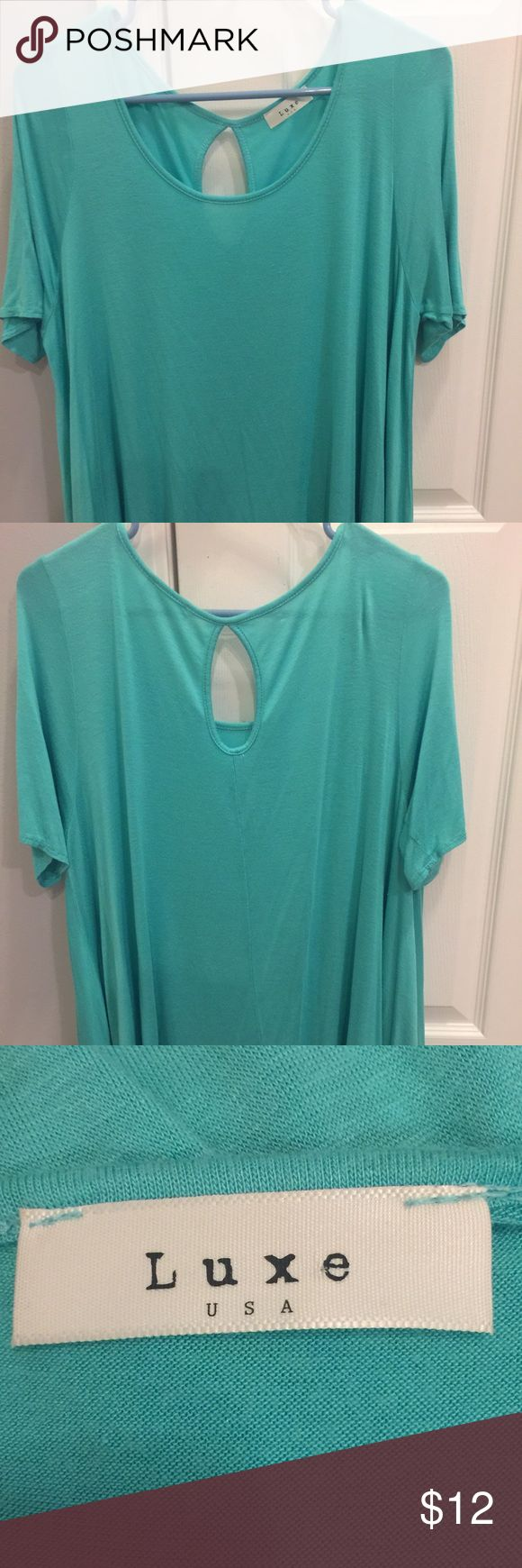 "EUC!! Mint green ""LUXE"" swing top! EUC!! This top is sooo comfortable and soft!! It is a ""swing"" style, which means it is extra roomy towards the bottom.  Gorgeous mint green color! Luxe Essentials Apparel Tops Tees - Short Sleeve"