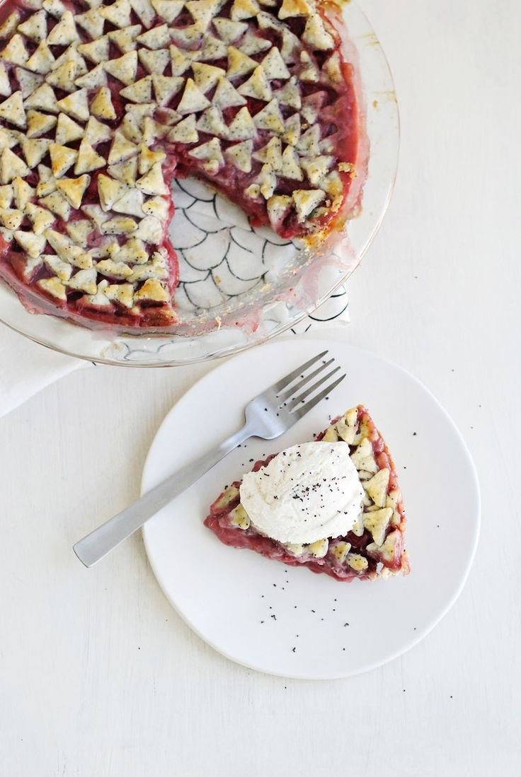 Strawberry and poppy seed pie