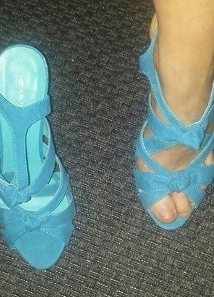 À vendre sur #vintedfrance ! http://www.vinted.fr/chaussures-femmes/escarpins-and-talons/22224654-escarpins-ouverts-a-talon-turquoise