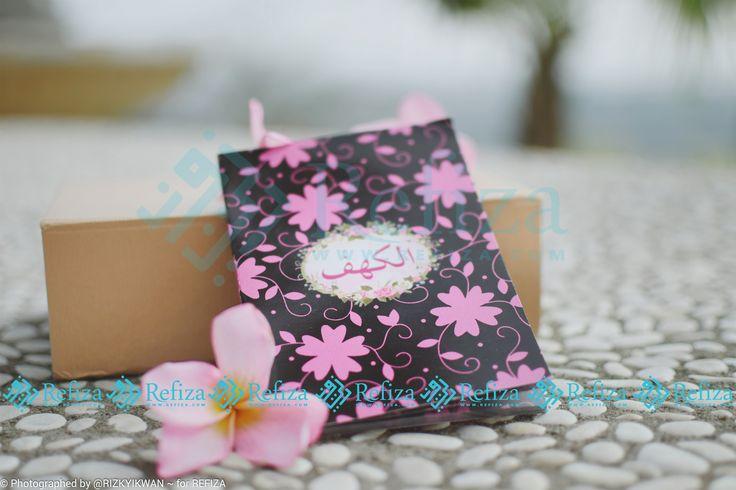 Jadikan Buku Surah Al-Kahfi sebagai souvenir di moment pentingmu, motif cover bisa dicustom sesuai keinginan dear. Paket sudah termasuk mika, pita dan stiker.