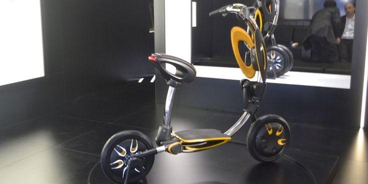 Электрический скутер Funky INU автоматически складывается за 5 секунд